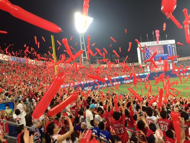 横浜スタジアム「真っ赤」だけども敗け
